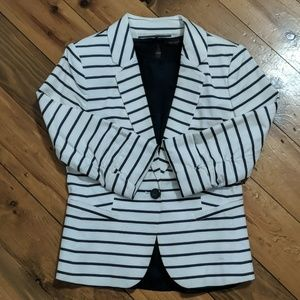 Stripped navy blue blazer with sleeveless blouse